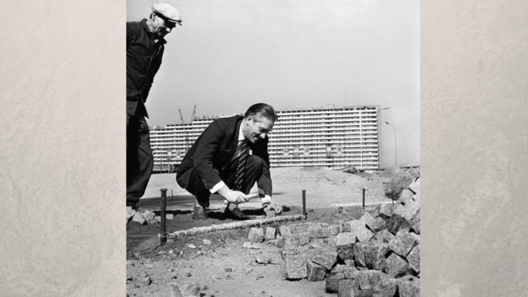 Zdjęcie przedstawiające budowę Pomnika Powstańców Śląskich wKatowicach.