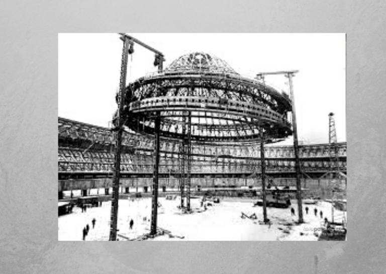 Zdjęcie przedstawiające halę Spodek wtrakcie budowy.